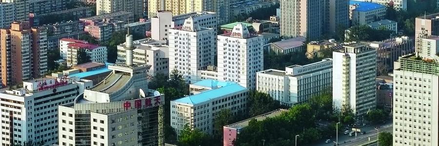 Пекин в предзакатной дымке. Вид сверху.
