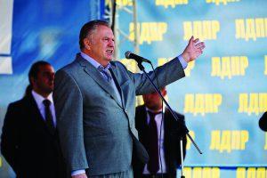 Депутат Государственной Думы и лидер фракции ЛДПР Владимир Вольфович Жириновский выступает на сцене поддержку Дегтярева и Шингаркина 22 августа 2013