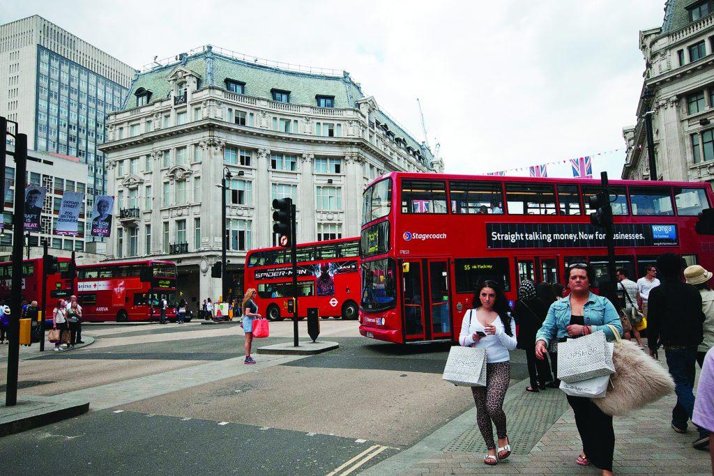 Лондон. Двухэтажные автобусы Oxford Circus