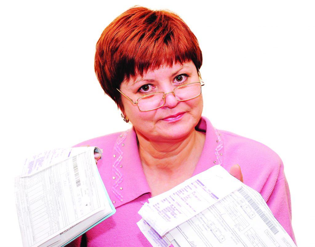 Женщина с коммунальными платежами