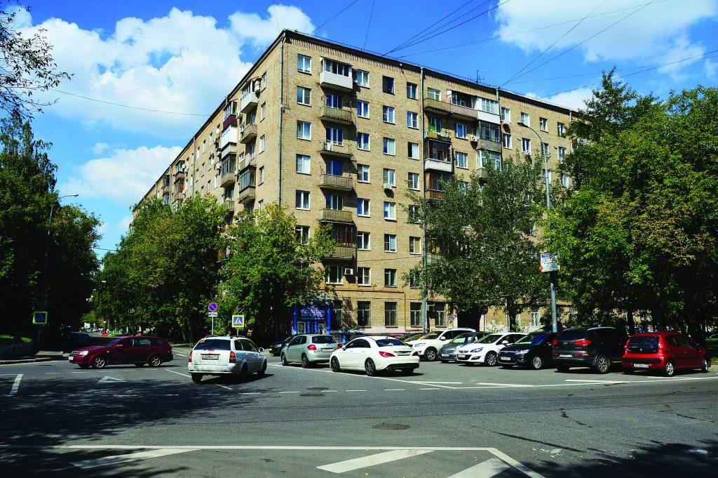 Восьмиэтажный одиннадцатиподъездный кирпичный жилой дом серии II-08, построен в 1960 году. Улица Усиевича, 23. Район Аэропорт. Москва