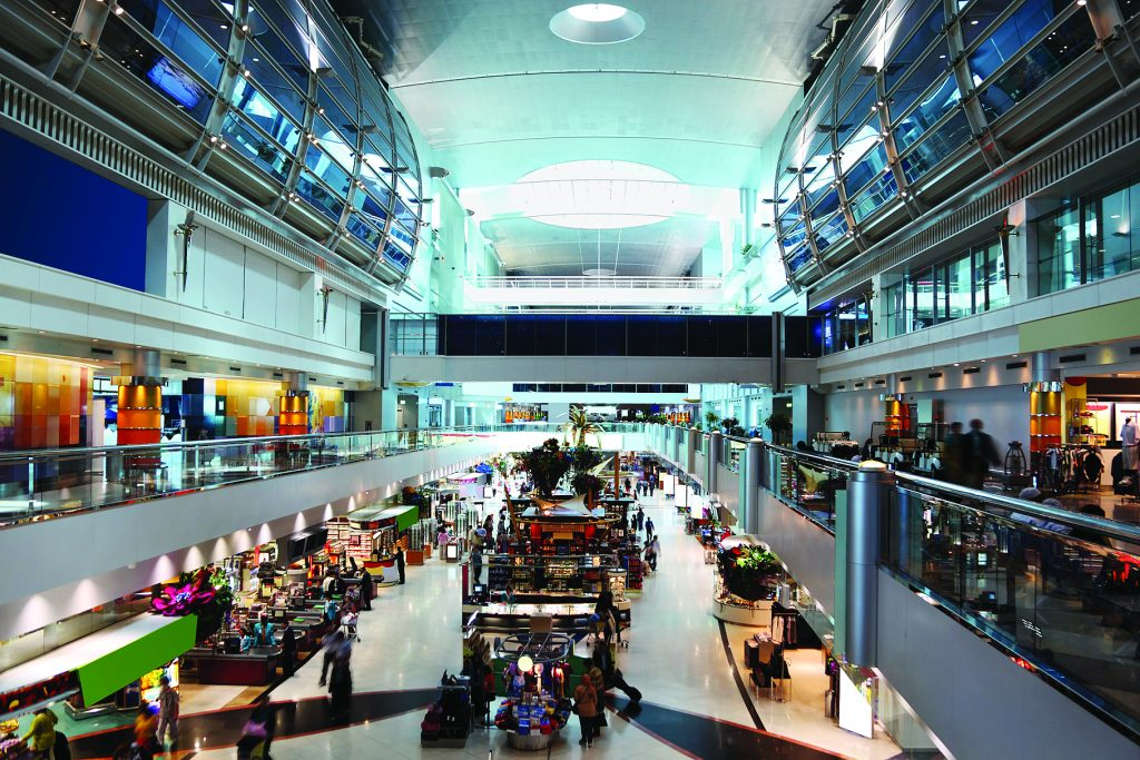 Современный торговый центр в аэропорту Дубая