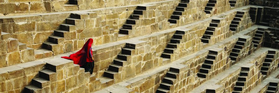 woman-in-chand-baori-stepwell-abhaneri-india