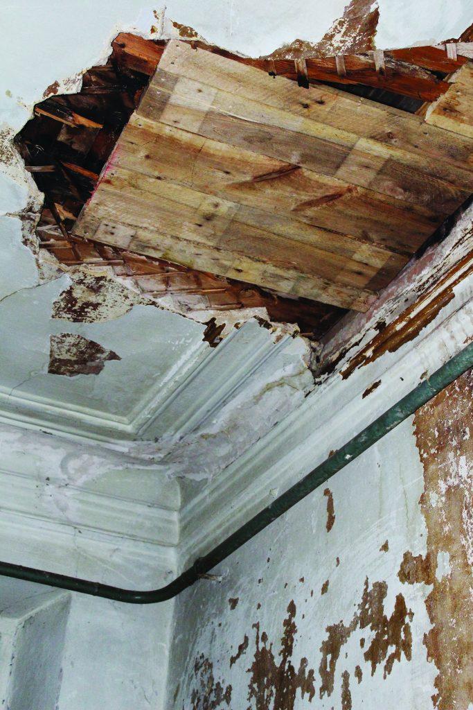 Пятигорск Дзержинского 41 потолок коридора
